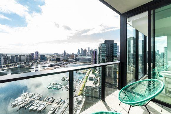 Sky High 2 Bedroom / 2 Bathroom Apartments with Harbour Views
